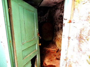 The broken entry to the cellar... disappointingly, there was nothing their exceopt the oil tank.